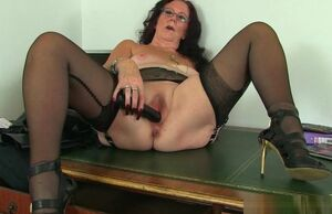 UK gilf Claire Knight busts her vulva..