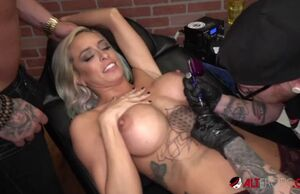Huge-chested blondie vanessa sky gets..