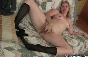 Nyloned mummy beth from the usa needs..