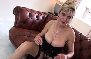 Damsel Sonia wants to  you masturbate..