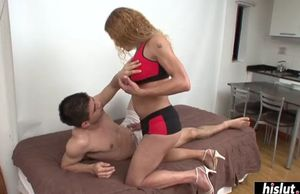 Molten latina she-male pummels a..