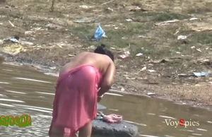 Desi mature aunty bathing in pond..