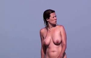 Spycam Beach Females Naturist Amateurs..