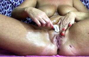 Labia pruning by mummy with lips..